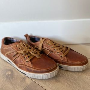 Brand new Steve Madden tan sneakers